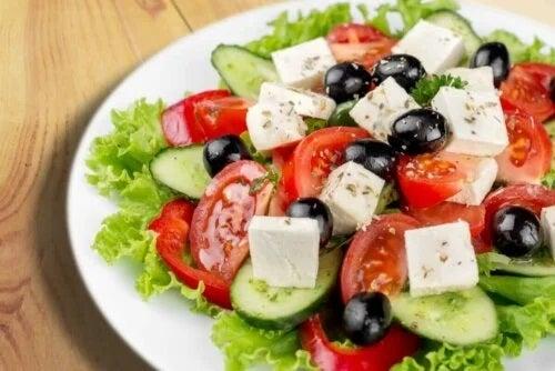 Despre brânza feta în salate de vară