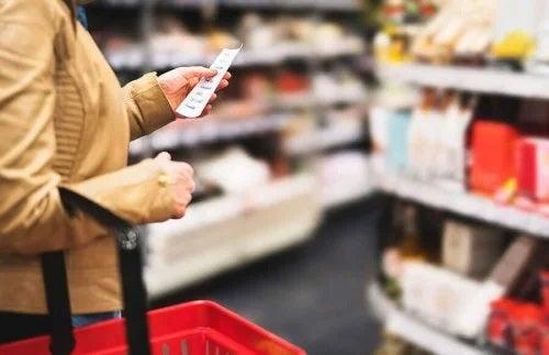 Femeie care face cumpărături