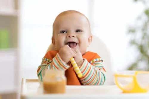 Înțărcarea bebelușului: cum să-i oferi alimente