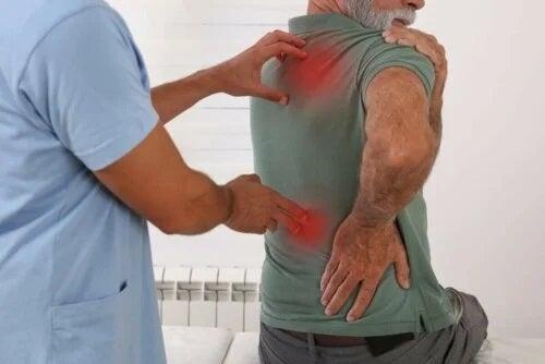 Medic care explică cauze ale durerilor corporale