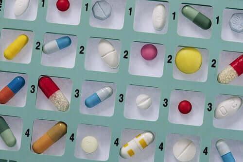 Automedicația cu antibiotice - de ce este periculoasă?