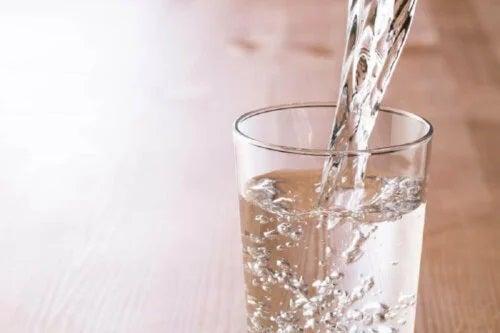 Pahar de apă plin