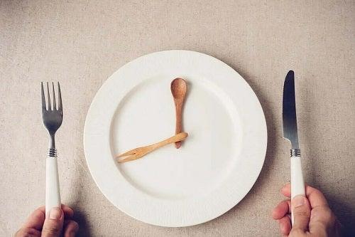 Persoană care știe că trebuie să servești cina devreme