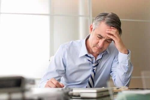 Stresul și albirea părului la bărbați
