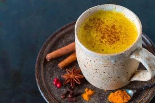 5 beneficii ale ceaiului de turmeric