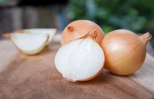 Ceapa albă pe lista de legume sănătoase