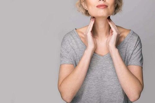 Femeie afectată de bolile corzilor vocale