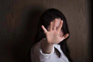Care sunt simptomele alexitimiei?