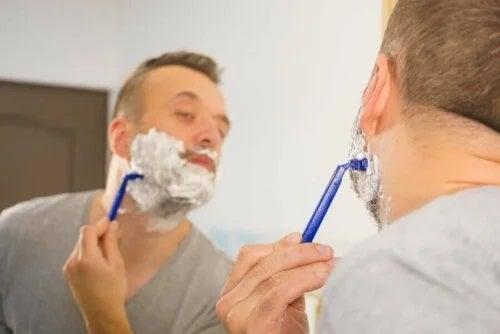 Persoană care face erori la bărbierit
