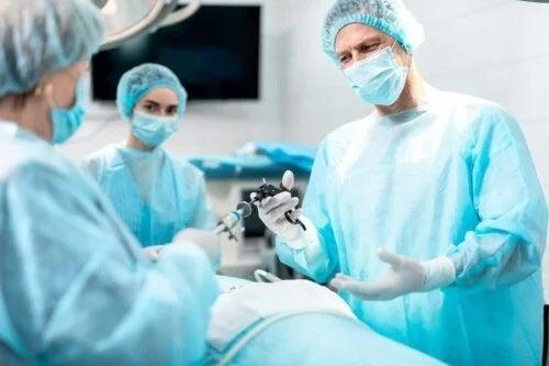 Medici care fac o operație