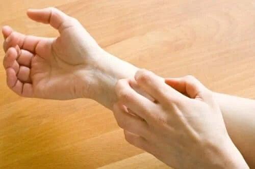Pacient care are o durere de mână