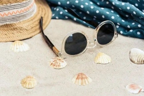 Obiecte utile ca să-ți protejezi ochii vara