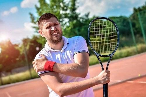 Sportiv afectat de tendinita umărului
