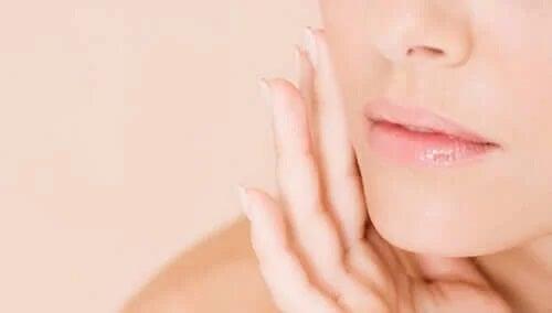 Beneficiile cimbrului pentru sănătate manifestate estetic