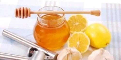 Beneficiile lămâilor cu miere