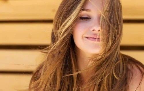 Fată cu păr frumos