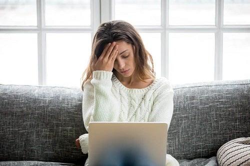 Femeie care știe cum afectează stresul inima