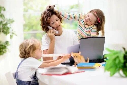 Femeie stresată de copii