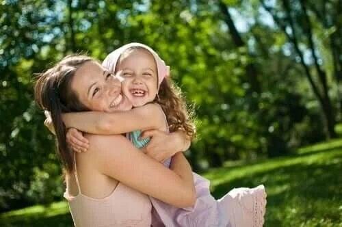Mamă care cultivă stima de sine la copii