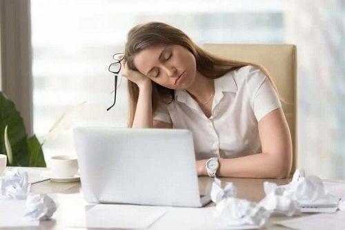 Oboseala pe lista de simptome ale problemelor tiroidiene