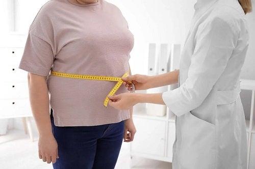 Persoană obeză la medic