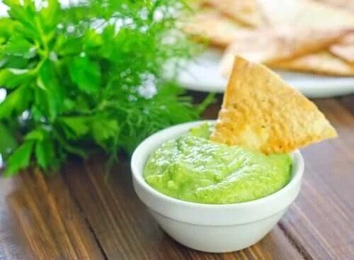 Sos cremos de avocado cu tortilla
