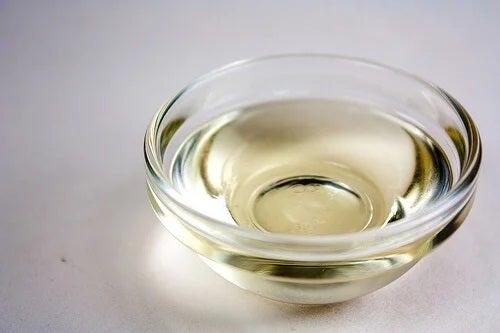 Uleiuri vegetale pentru hidratarea părului deteriorat