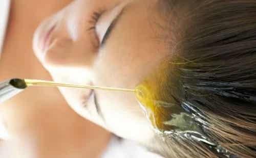 Uleiuri vegetale pentru hidratarea părului