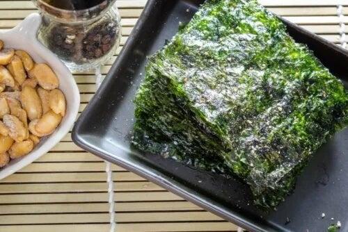 Platou cu alge marine