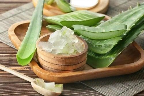 Aloe vera te ajută să cureți părul gras