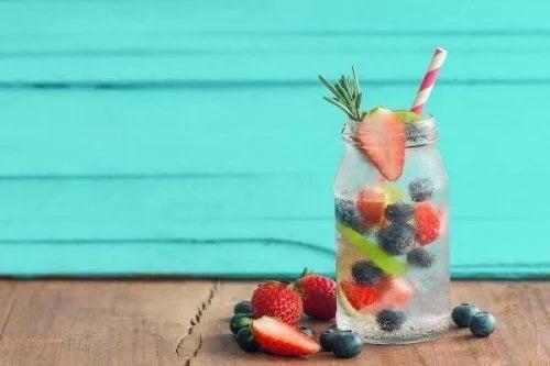 Rețete de apă infuzată cu fructe