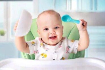Introducerea alimentelor solide în dieta bebelușului