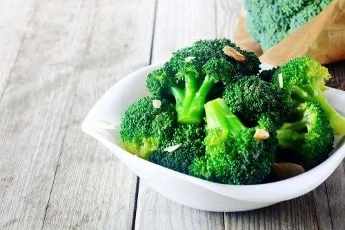 Broccoli pe lista de alimente bogate în acid folic