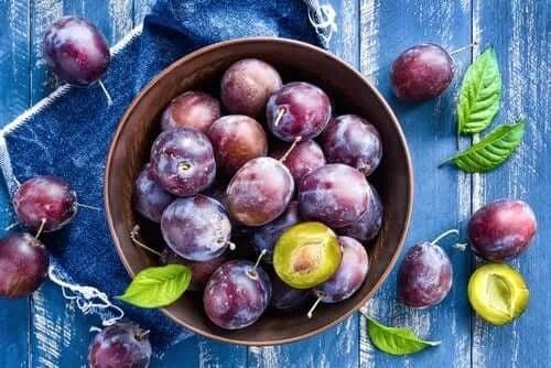 Castron cu prune coapte