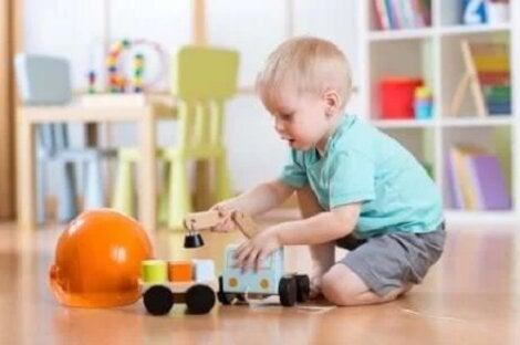 Copil care se joacă