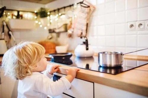 Cum să tratezi arsurile la copii