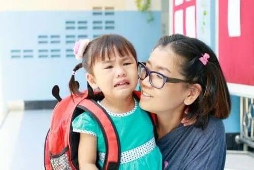 Copil în prima zi de școală