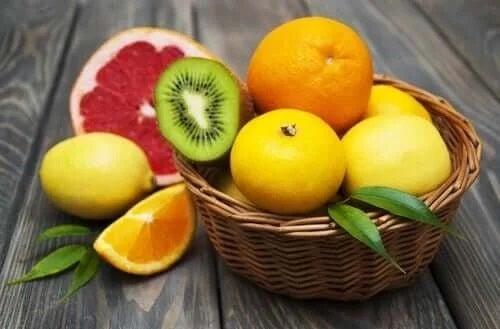 Coș cu fructe proaspete