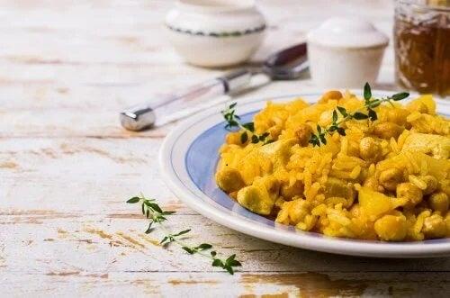 Farfurie de curry cu năut și orez basmati