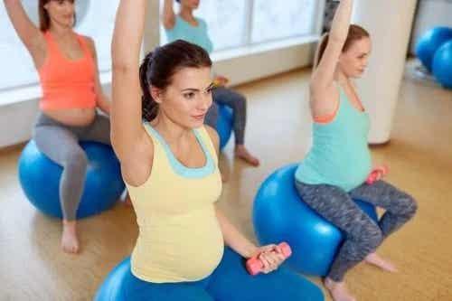 Exerciții de întindere pentru gravide