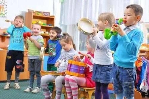 Exerciții pentru copiii cu autism în grup