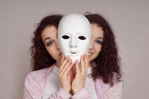 Fată cu tulburare bipolară