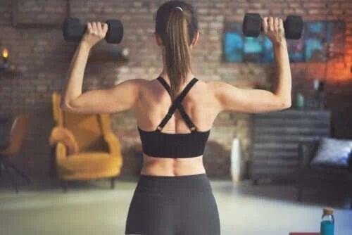 Cele mai bune exerciții pentru spate cu gantere