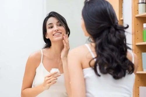 Pregătirea pielii pentru machiaj cu aspect natural