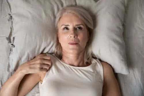 Anxietatea pe timp de noapte: cauze și remedii