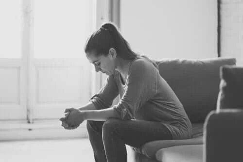 Femeie afectată de depresie