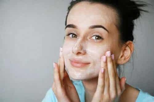 Măștile faciale cu buttermilk: sunt benefice?