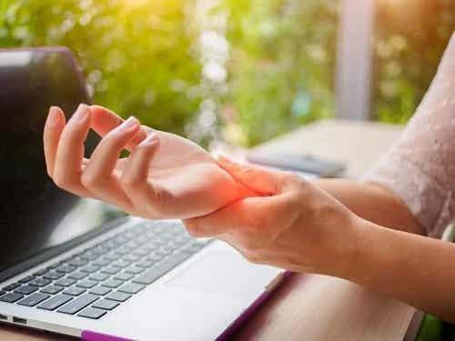 Cum să previi artrita mâinilor eficient