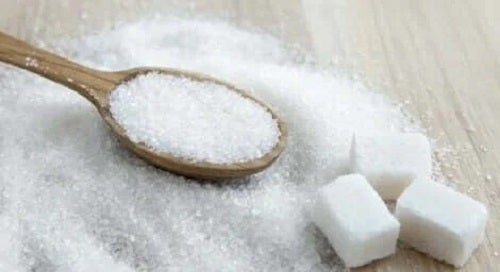 Lingură și cuburi de zahăr