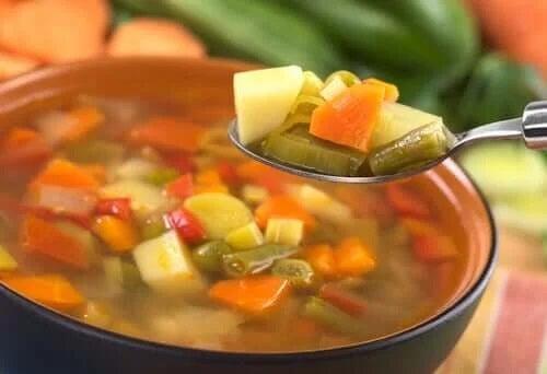 Lingură cu legume din supă